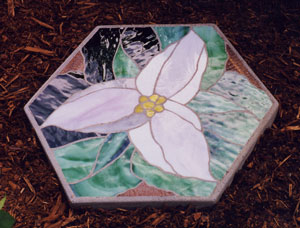 Stained glass stepping stone trillium